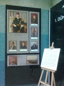 Retratos con leyenda, en la exhibición también se pueden ver fotos de la campaña